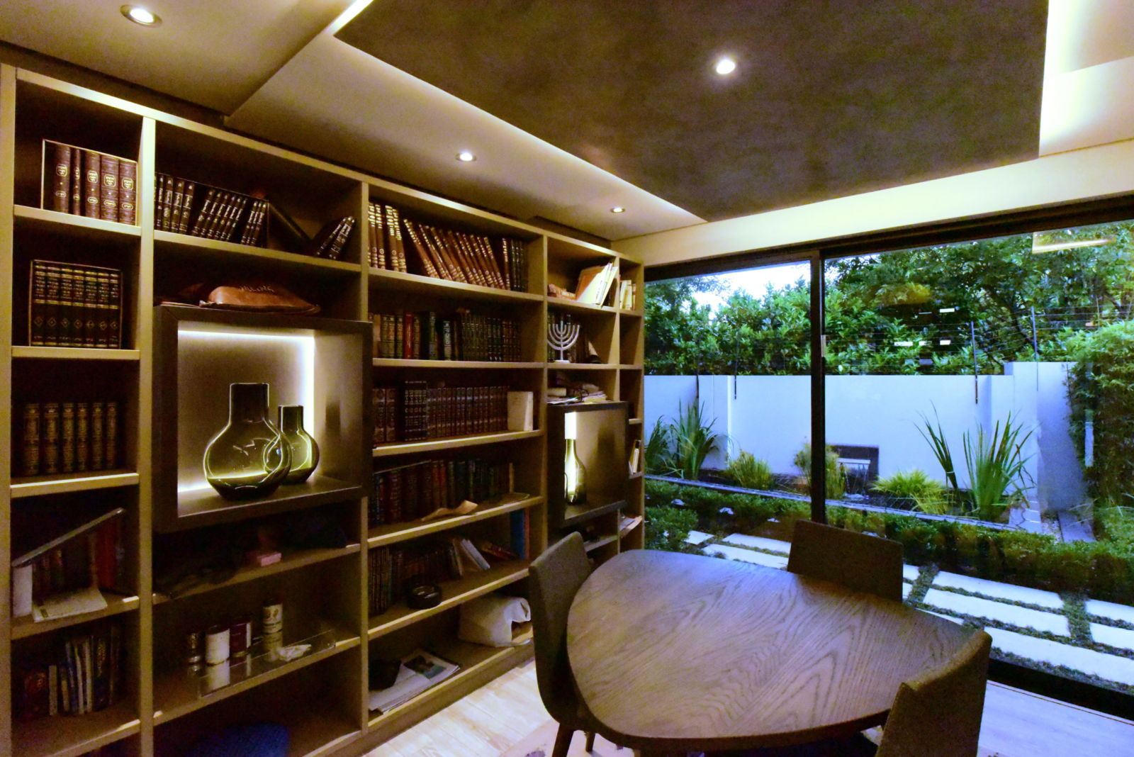 Study as a library at House Goc and the Concrete House